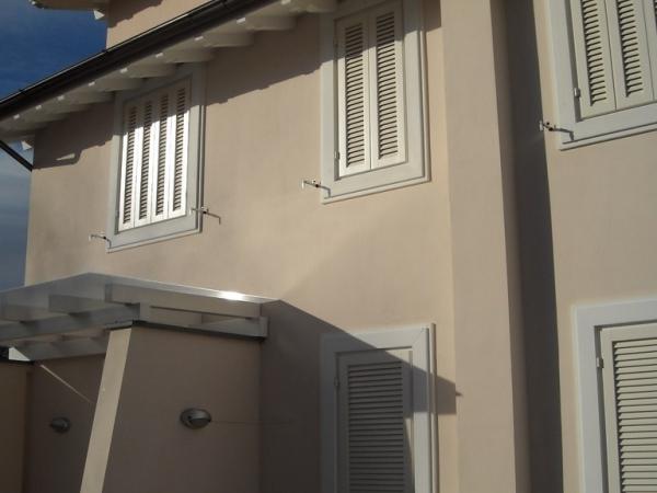 Catalogo Lineal due Viareggio: infissi in legno, finestre, portelloni, porte blidate, porte ...